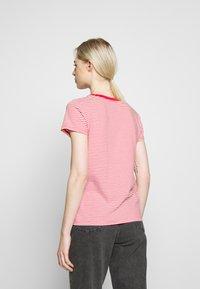 Levi's® - PERFECT V NECK - T-shirts med print - annalise tomato - 2