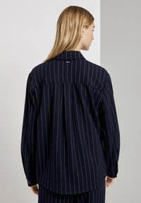 TOM TAILOR DENIM - Overhemdblouse - navy pinstripe - 2