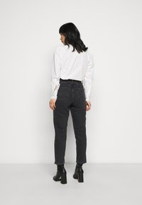 New Look Petite - SRI LANKA MOM - Relaxed fit jeans - black - 2