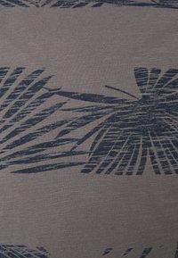 INDICODE JEANS - ALLEN - Print T-shirt - pewter - 2