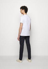 PS Paul Smith - MENS SLIM FIT NEGATIVES - Print T-shirt - white - 2