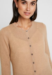 Zalando Essentials - Cardigan - camel - 5