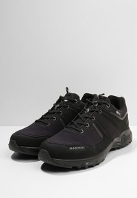 Mammut - ULTIMATE PRO LOW GTX  - Hiking shoes - black
