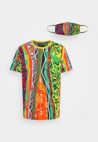 SET - T-shirt med print - white