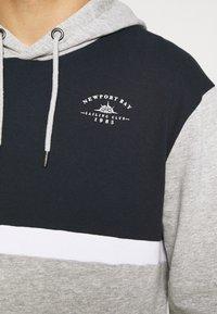 Newport Bay Sailing Club - PANEL HOODIE - Sweater - gray marl/navy - 5