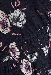 ONLY Petite - ONLPELLA 3/4 WRAP SHORT DRESS - Robe en jersey - night sky - 2