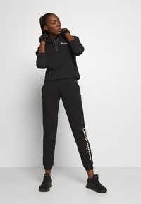 Champion - HOODED CROP LEGACY - Mikina s kapucí - black - 1