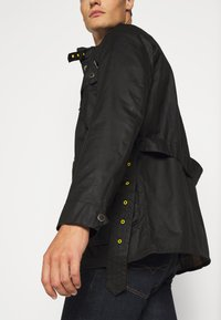 Barbour International - SLIM INTERNATIONAL WAX JACKET - Lehká bunda - black - 3