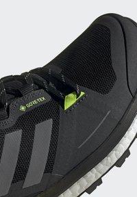 adidas Performance - TERREX SKYCHASER GORE-TEX 2.0 WANDERSCHUH - Hiking shoes - black - 8