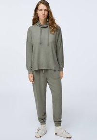 OYSHO - Pyjama top - khaki - 0