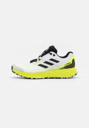 TERREX TWO FLOW - Zapatillas de trail running - footwear white/core black/solar yellow