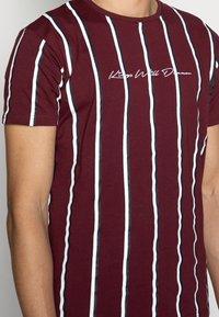 Kings Will Dream - MOFFAT TEE - Print T-shirt - burgundy/white/navy - 4