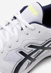 ASICS - GEL DEDICATE 6 - Zapatillas de tenis para todas las superficies - white/peacoat - 5
