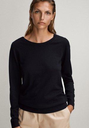 MIT BATEAU-AUSSCHNITT - Pullover - black