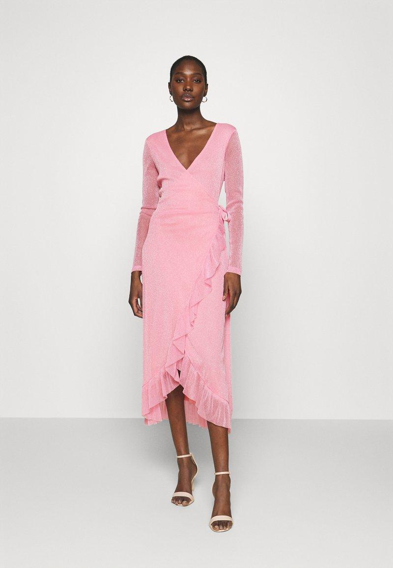 Résumé - NADIA DRESS - Koktejlové šaty/ šaty na párty - pastel pink