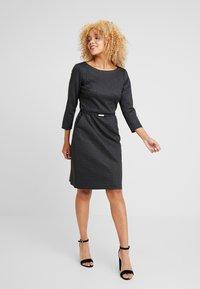 Lauren Ralph Lauren Petite - ESHE 3/4 CAP SLEEVE DAY DRESS - Fodralklänning - grey/black - 2