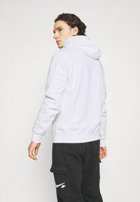 Nike Sportswear - COURT HOODIE - Sweatshirt - white - 2