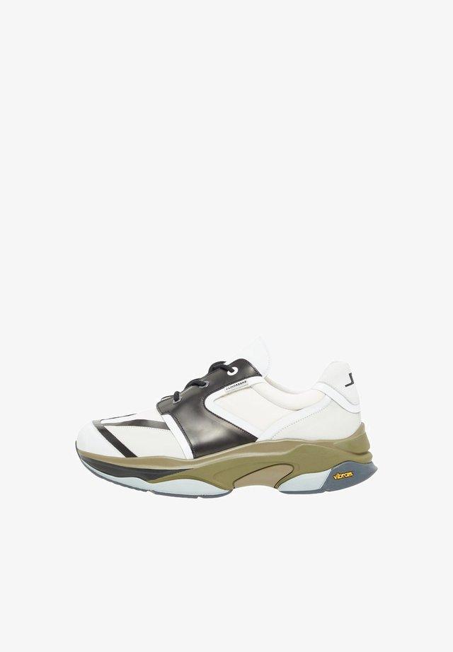 ARLO RUNNER - Sneakersy niskie - army green
