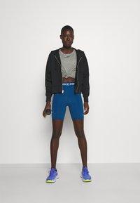 Nike Performance - ONE - Top sdlouhým rukávem - particle grey/heather/black - 1