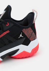 Jordan - ONE TAKE II - Chaussures de basket - black/bright crimson/white - 5