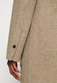 Oakwood - ARIZONA REVERSIBLE - Zimní kabát - beige/grey - 7