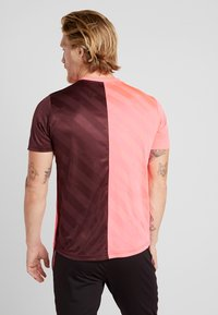 Nike Performance - DRY ACADEMY - Camiseta estampada - night maroon/racer pink - 2