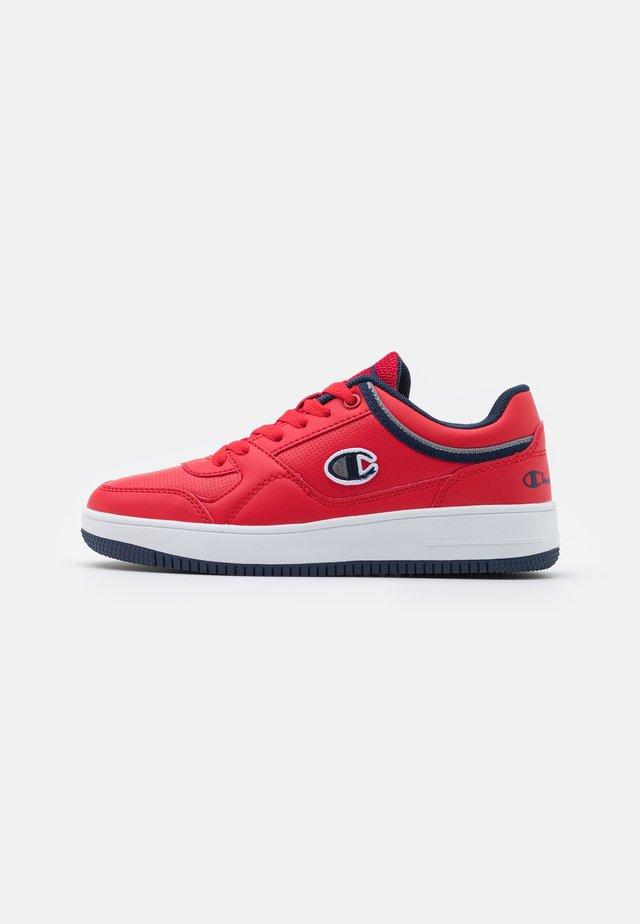 LOW CUT SHOE REBOUND UNISEX - Chaussures de basket - red