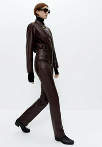 Uterqüe - Leather trousers - bordeaux - 3