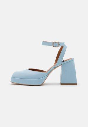 Platform heels - seta/celeste