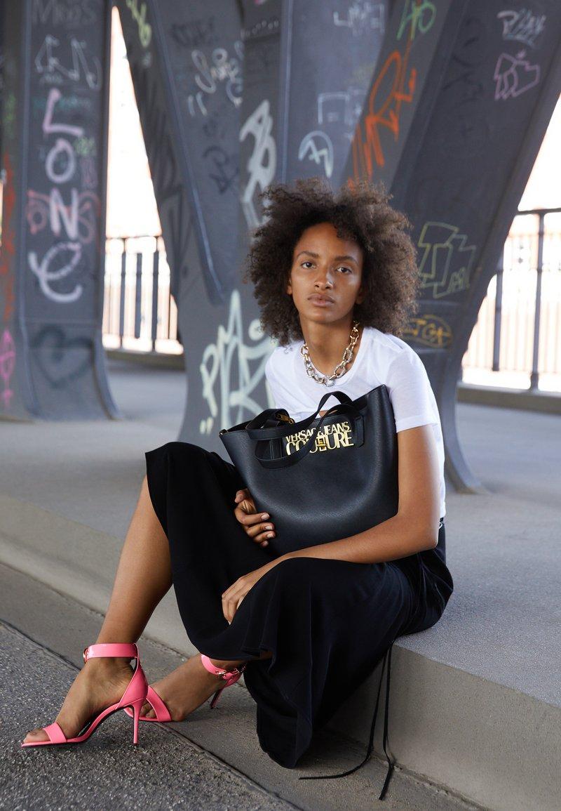 Versace Jeans Couture - SAFFIANO LOCK - Tote bag - nero