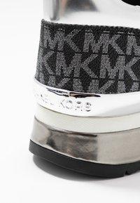 MICHAEL Michael Kors - Sneakersy niskie - silver/multicolor - 2