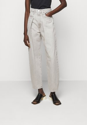 THE PLEAT CURVE - Straight leg jeans - wylam (lt grey)