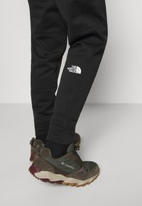 The North Face - MENS SURGENT CUFFED PANT - Træningsbukser - black - 4
