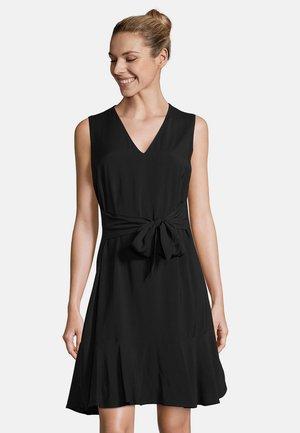 MIT VOLANT - Shift dress - black