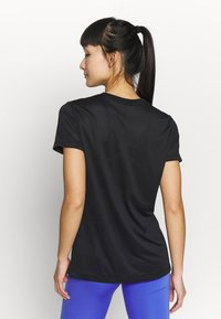 Nike Performance - W NK DRY TEE LEG ICON CLASH - T-shirt print - black - 2