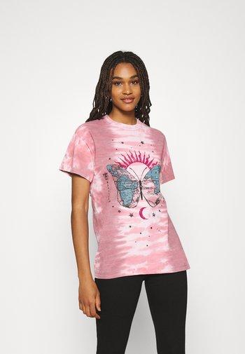 BUTTERFLY TEE - Print T-shirt - pink