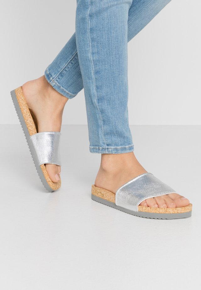 POOL - Mules - silver