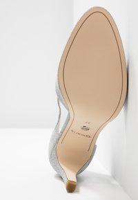 Tamaris - Højhælede pumps - silver glam - 6