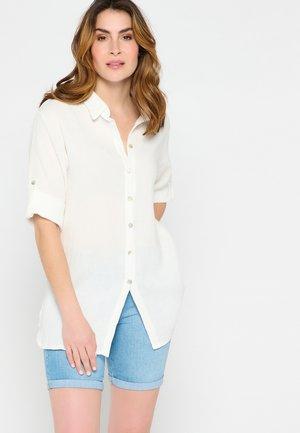 THREE-QUARTER SLEEVE - Button-down blouse - white