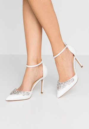 LUCILLE - Zapatos altos - white