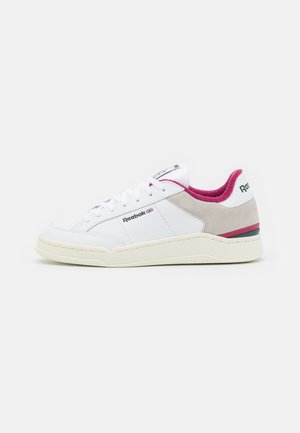 AD COURT - Sneakers laag - footwear white/midnight pine/punch berry