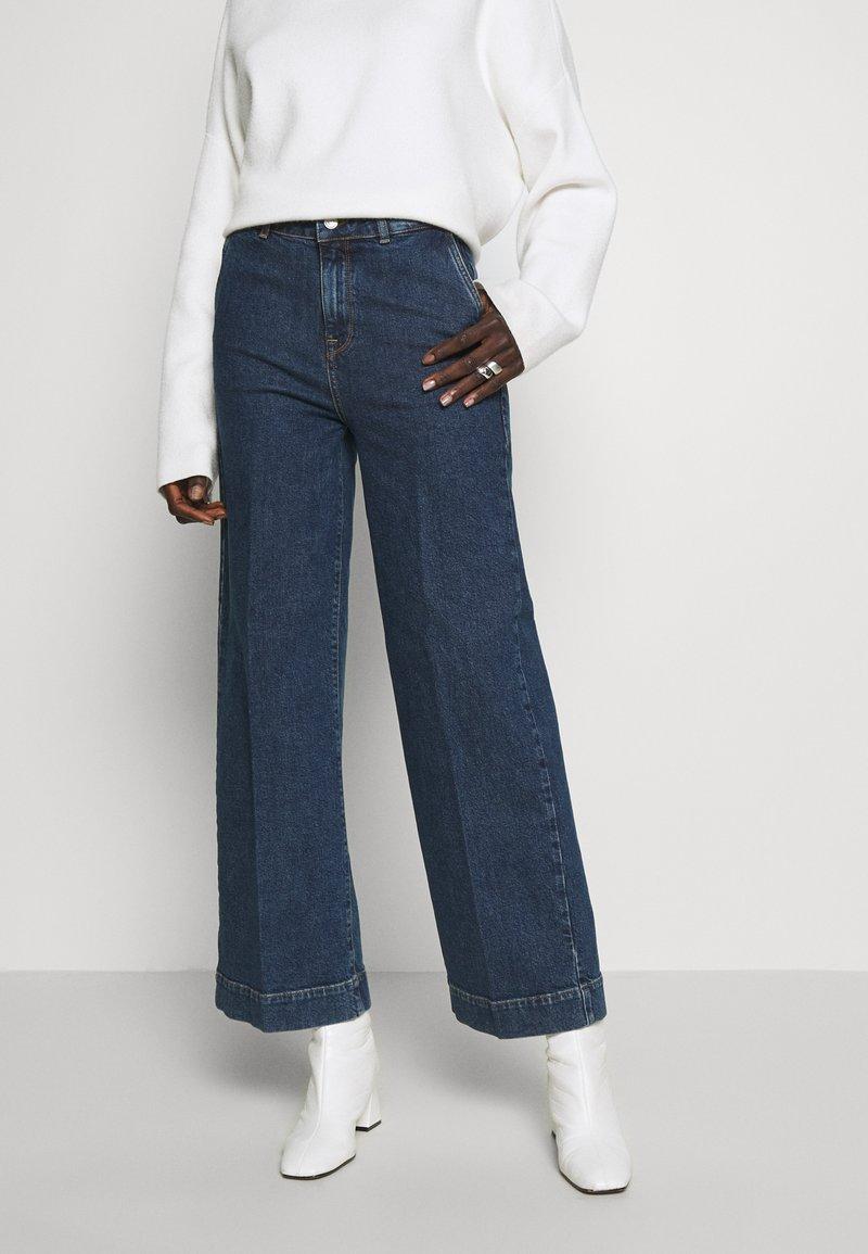Selected Femme Tall - SLFGENE SPRUCE - Flared-farkut - dark blue denim