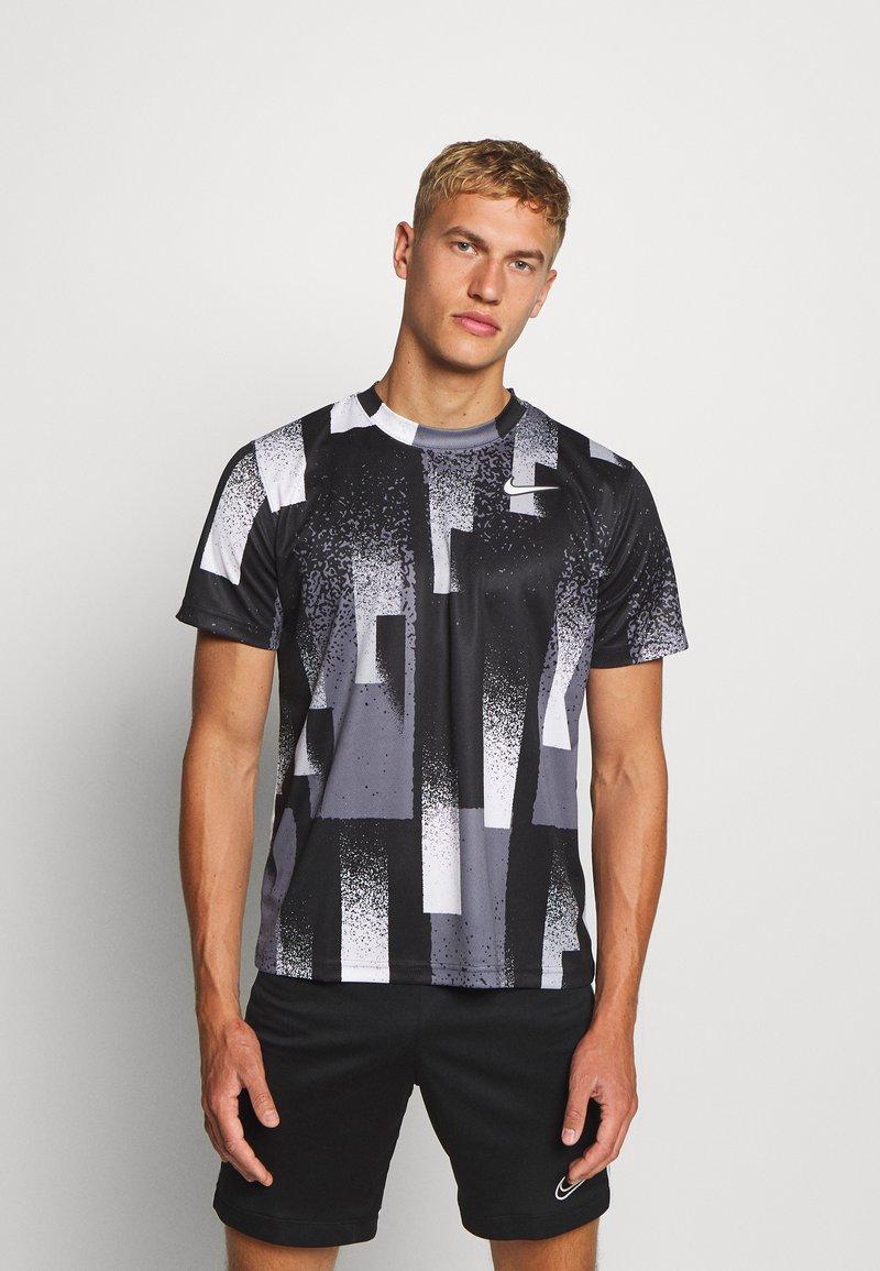 Nike Performance - DRY TOP - Camiseta estampada - black/white