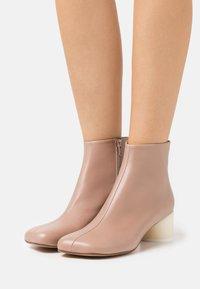 MM6 Maison Margiela - STIVALETTO - Ankle boots - tuscany - 0