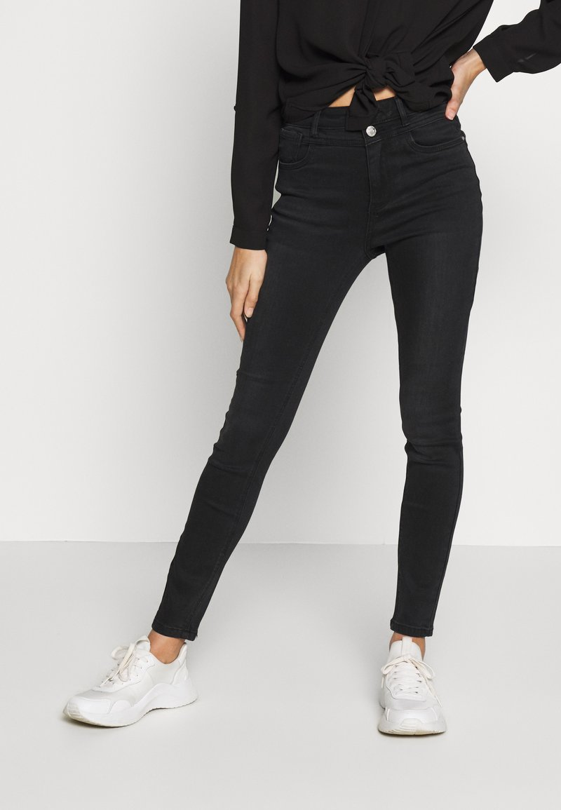 ONLY Petite - ONLCHRISSY   - Jeans Skinny Fit - black