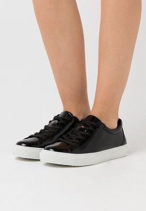ZERO WASTE CUPSOLE - Matalavartiset tennarit - black
