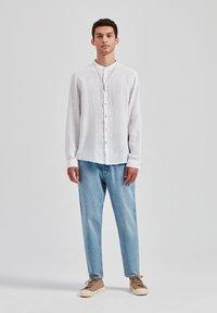 PULL&BEAR - Skjorter - white - 1