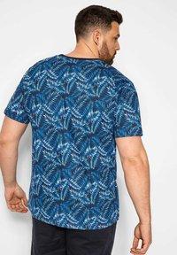 BadRhino - TROPICAL LEAF - Print T-shirt - blue - 2
