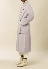 IVY & OAK - BELTED COAT - Klasický kabát - birch - 2