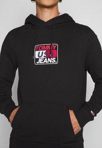 Tommy Jeans - ESSENTIAL GRAPHIC HOODIE - Sweat à capuche - black - 5